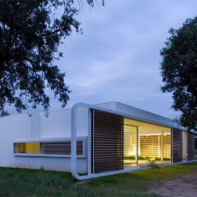 Modern Twist on Simple Box House in Spain – Thinking Outside the Box
