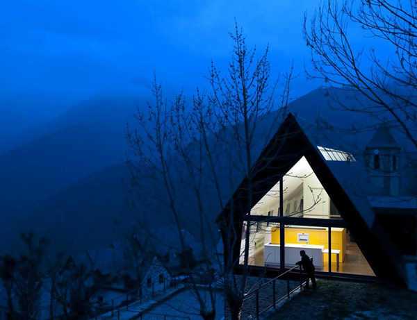extraordinary-house-design-with-extraordinary-views-of-pyrenees-16.jpg