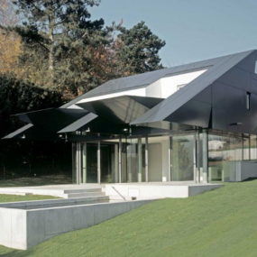 Futuristic Spaceship-Inspired House Combines Technology and Nature in Frankfurt, Germany