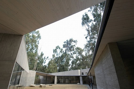 fundo izaro chile 2 Concrete House in Rural Chile Designed as Fortified Home