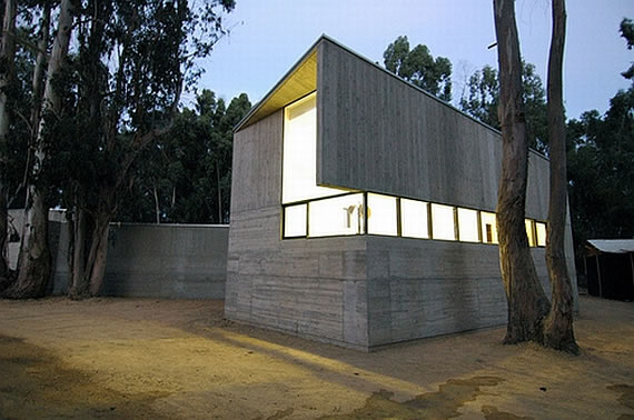 Concrete house in rural chile designed as fortified home for Fortified home plans