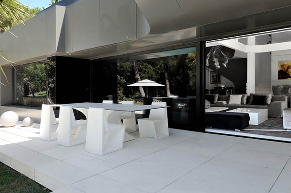 futuristic house where contemporary art meets modern living 2