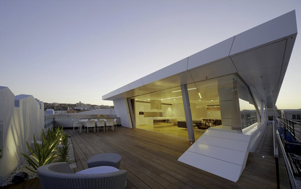 Futuristic Penthouse Tops Art Deco Building at Bondi Beach