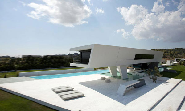 "Futuristic House Adorable Futuristic ""yacht House"" Lures With A Luxurious Lifestyle Design Decoration"