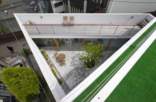 garden house 1 Cool Modern Home with Hidden Interior Garden