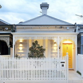 "Modern ""Little White House"" in Albert Park, Australia … with traditional Victorian look"