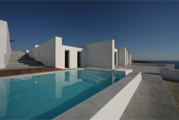 greek-luxury-villa-brings-indoors-outdoors-7.jpg