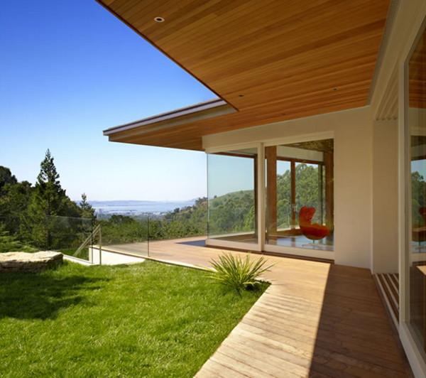 Modern Hillside House Rules the Hills in Berkeley, CA