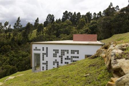 hillside home contemporary colombia 9