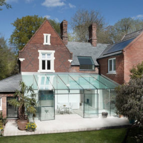 Old house gets an all-glass extension
