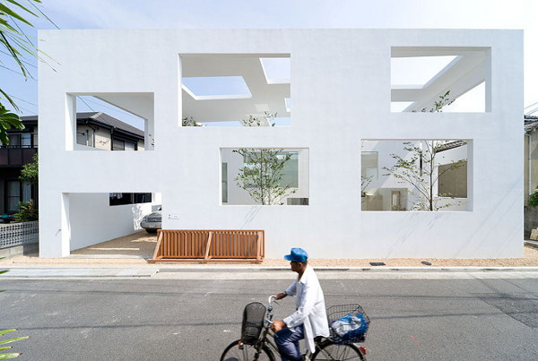 house n 2 Ultra Modern House in Japan   Unique Multi Window House