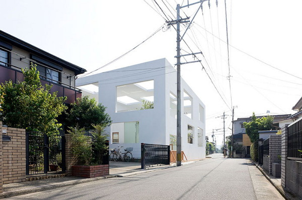 Ultra Modern House in Japan Unique MultiWindow House