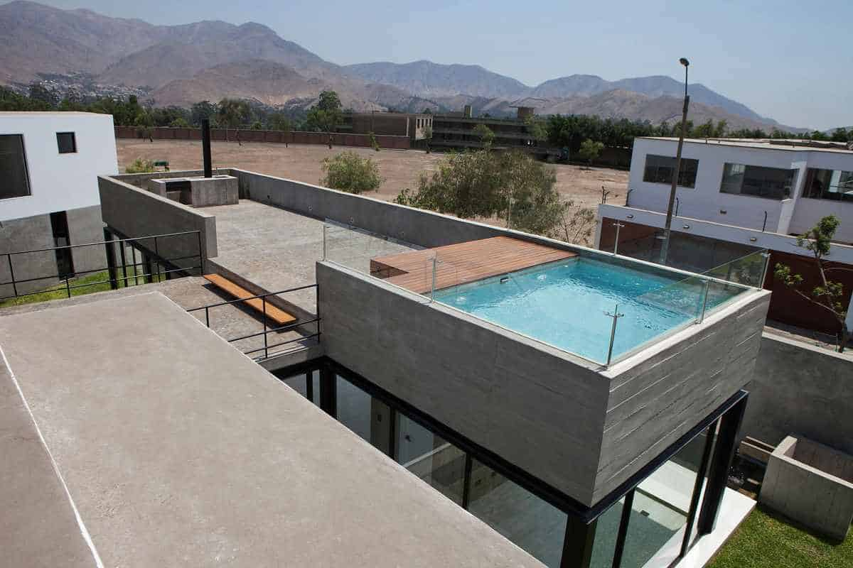 House with rooftop pool for Roof deck design
