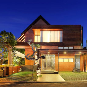 Indonesia Luxury Homes: Living Large on a Small Site