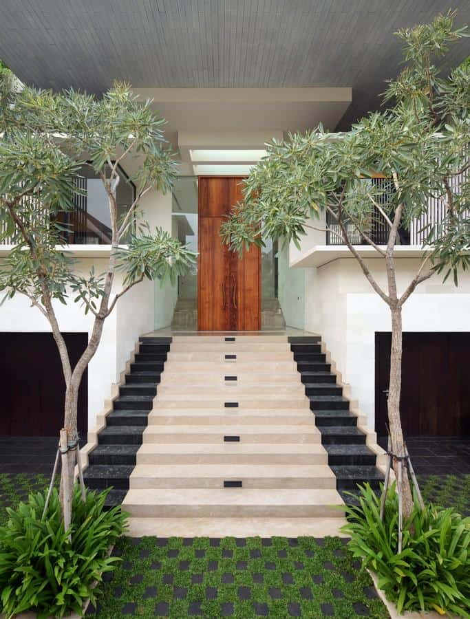 Interior Courtyard Garden Home | Modern House Designs on Backyard Entryway Ideas id=23012