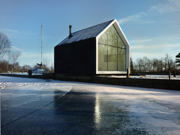innovative island house with glass facade 5 Innovative Island House with Glass Facade