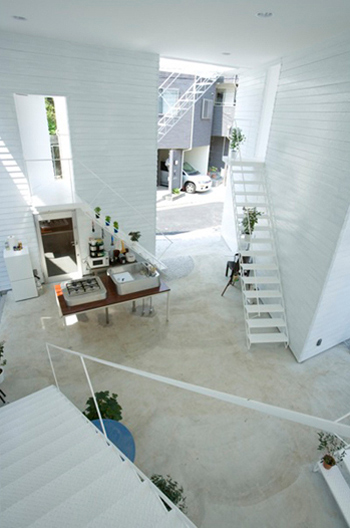 inside-out-house-interior-courtyard-3.jpg