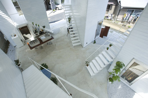 inside out house interior courtyard 5 Inside Out Home with Interior Courtyard