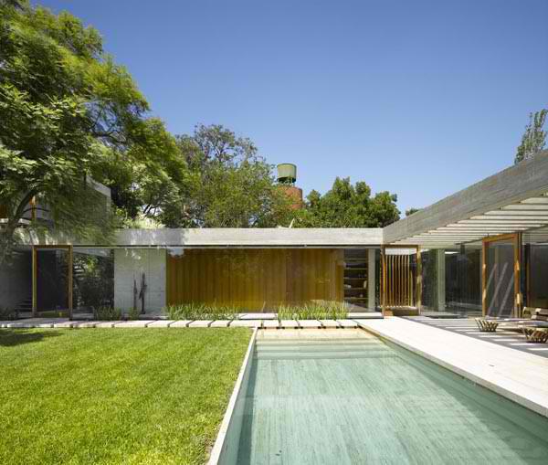 inside-outside-home-design-south-american-architect-8.jpg