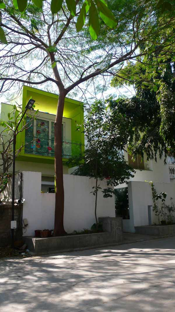 interesting india house with green volume 1 Interesting India House with Green Volume and Vibrant Interiors