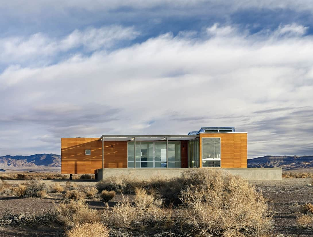 Prefab Desert Getaway House With Retractable Covered Deck