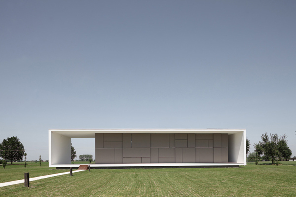 Italian home architecture super minimalist house design for Classic minimalist house design