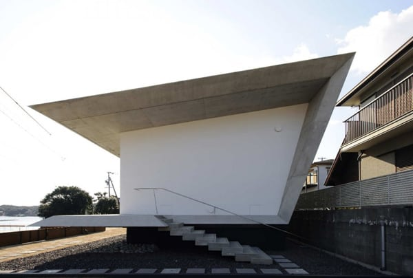 japanese beach house design 1 Japanese Beach House Design: Contemporary Concrete