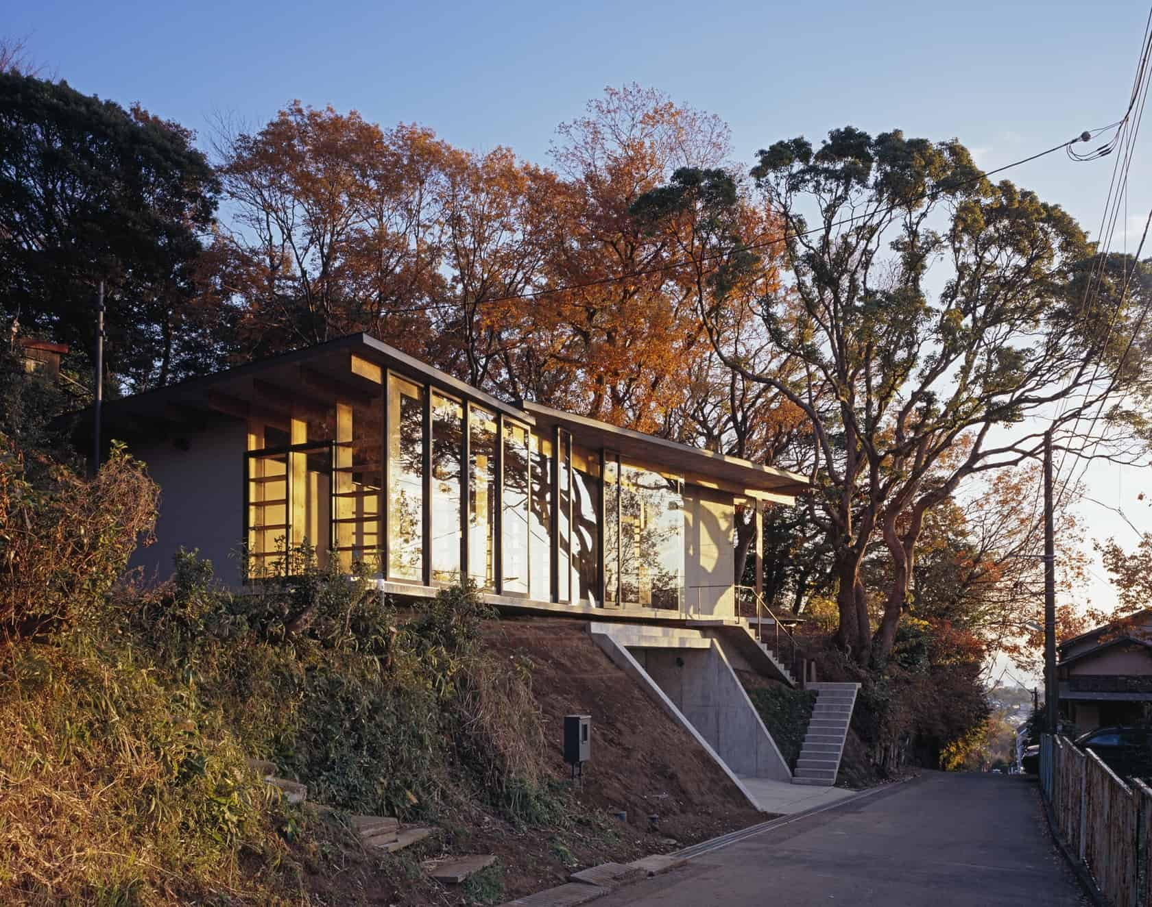Japanese residence with wood and glass geometry for Modern house design on hillside