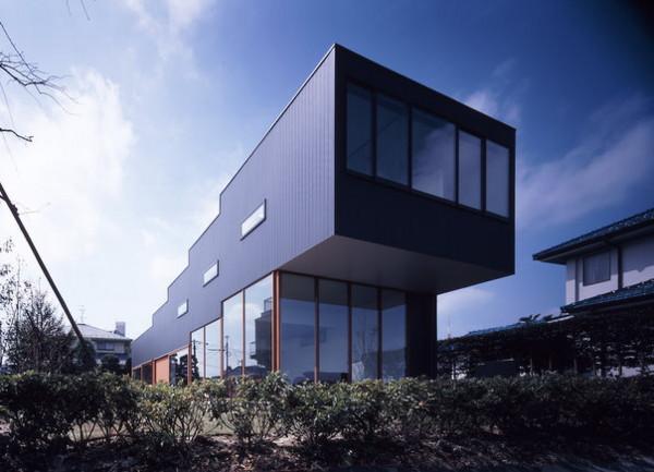 japanese step house 2 Modern Japanese Step House   Simply Stylish Urban Design