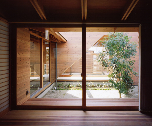 Modern Japanese Home Interior: Japanese Wooden Houses: Courtyard, Multi-level Decks And A