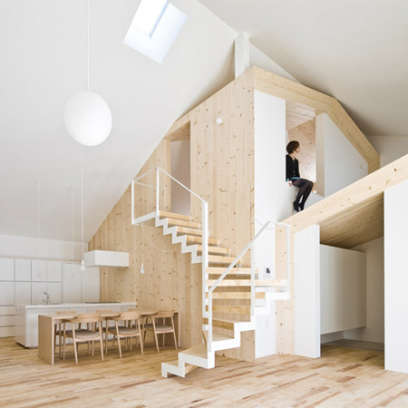 Wooden Structure House: hang out on the roof … inside the house