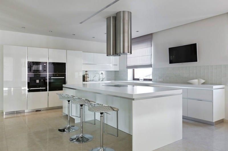House Design Keuken : Lakeside house with sleek contemporary design
