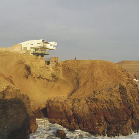 Peru Modern Architecture – if only I could decide what's more fascinating: the house or the location?