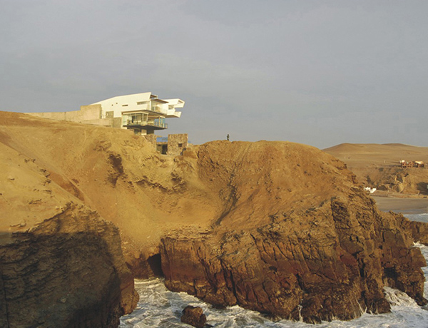 lefevre beach house 1d Peru Modern Architecture   if only I could decide whats more fascinating: the house or the location?
