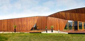 Modern Wooden Home Unfolds on Australia's Beach