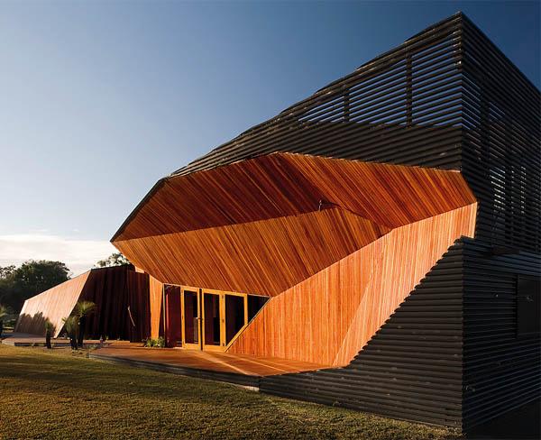 letter box house 2 Modern Wooden Home Unfolds on Australia's Beach