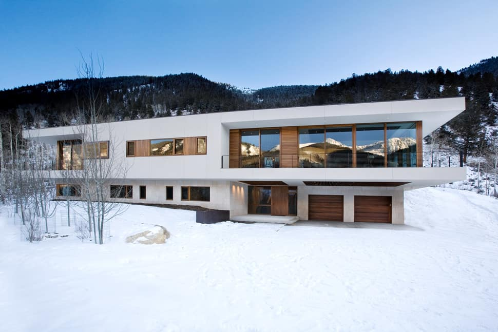 View In Gallery Linear Mountain House Of Wood Glass And Chalet
