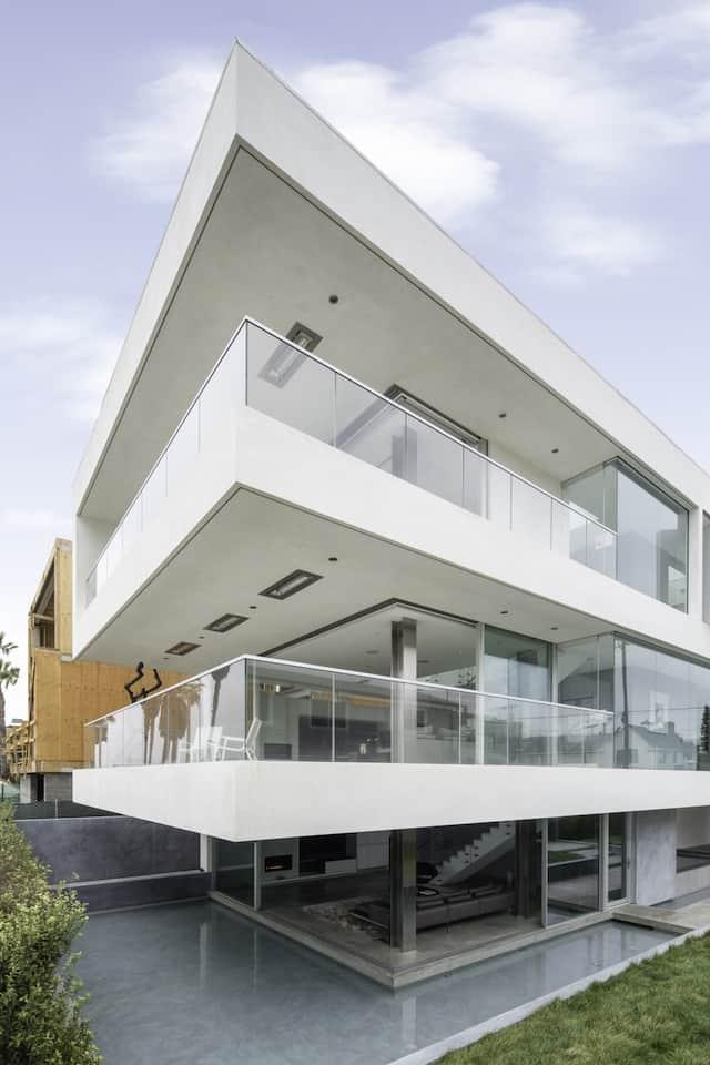 Local artists 39 ultra modern multipurpose california beach home for California beach house plans