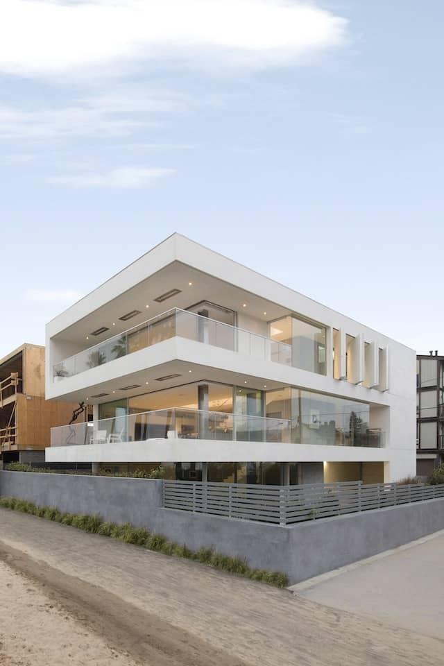 Local Artists' Ultra-Modern Multipurpose California Beach Home