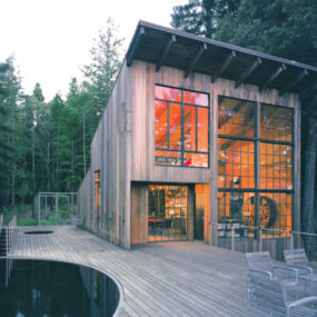 Luxury Cabin in Sonoma, California made of Reclaimed Wood
