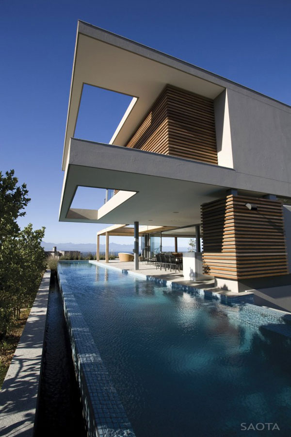 luxurious-lived-in-beach-house-in-south-africa-3.jpg