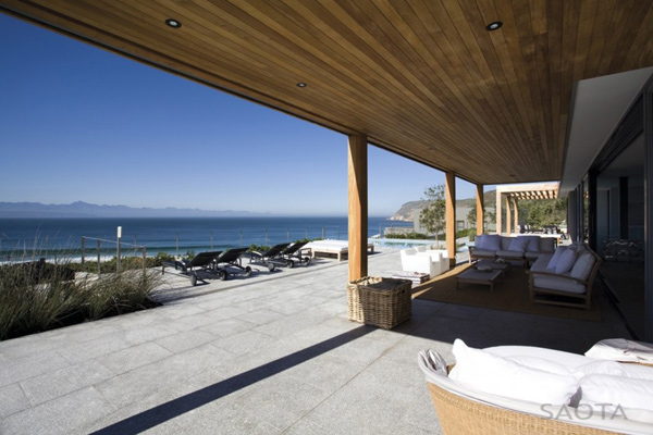 luxurious-lived-in-beach-house-in-south-africa-8.jpg
