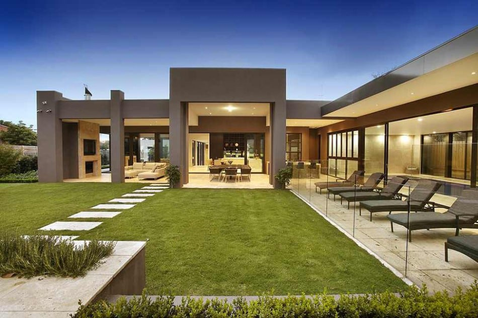 Luxury Melbourne Home with Pillared Entry and Interior Courtyards