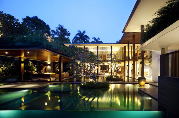 Luxury Singapore Homes: Indoor / Outdoor Architecture