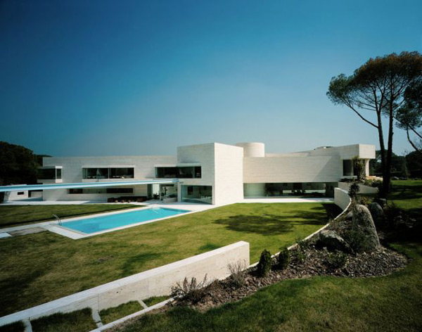 Luxury Spanish House A Cero Architects 1 Luxury Spanish House Courtyard  Home Design Nice Design