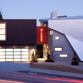 Modern Home in L.A. – scattered windows & cut-outs