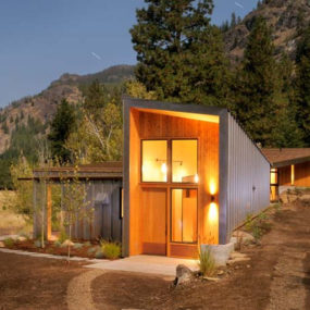 Modern Cabin in Mazama, Washington by Johnston Architects