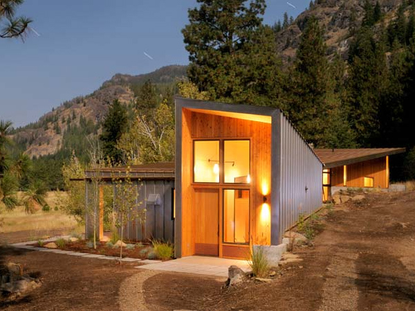 miners residence 1 Modern Cabin in Mazama, Washington by Johnston Architects