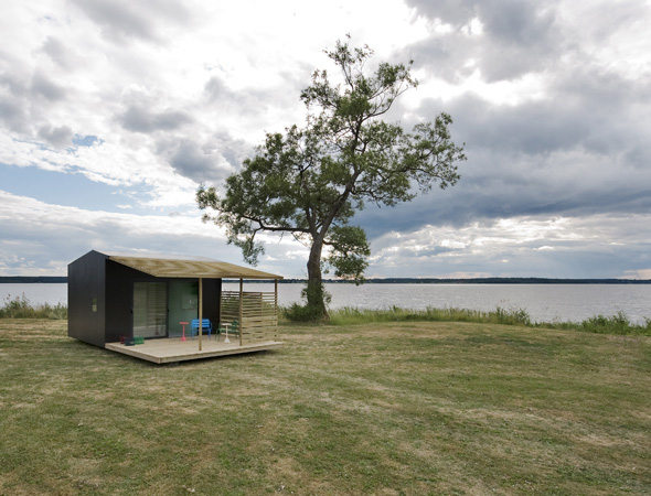 mini house 1 Modern Mini House Makes a Big Impression   a prefab in Sweden by architect Jonas Wagell