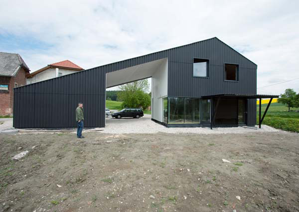 minimalist black home 2 Minimalist Black Home in Austrian Countryside